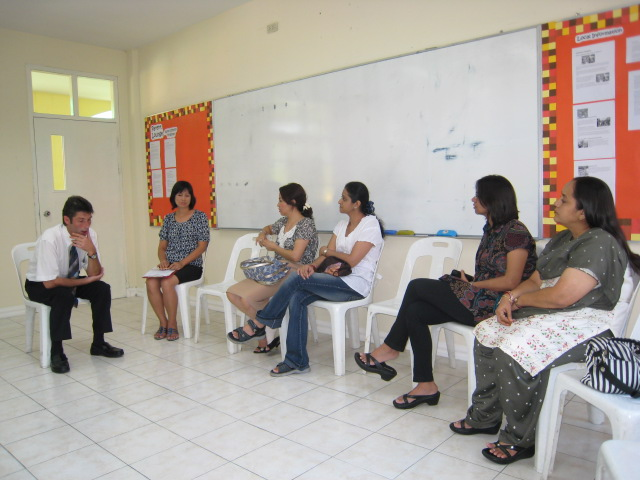 Grade 3 homeroom teacher answering parents' questions