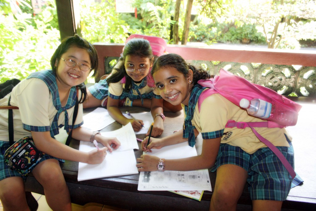 Tina, Anusha and Chammu having a good time sharing their ideas and posing for the camera