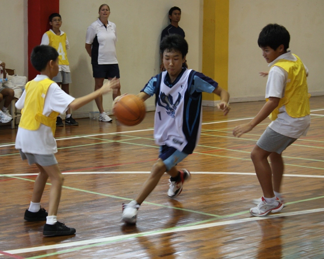 Ray (Gr. 7) weaving his way to the basket