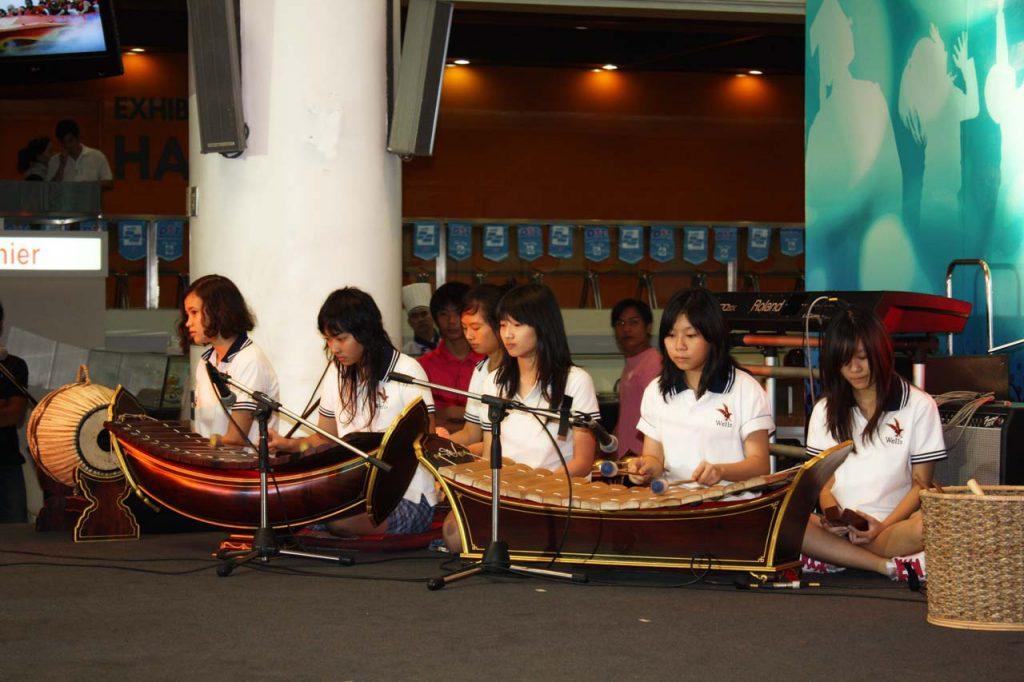 Thai instruments accompany a traditional dance