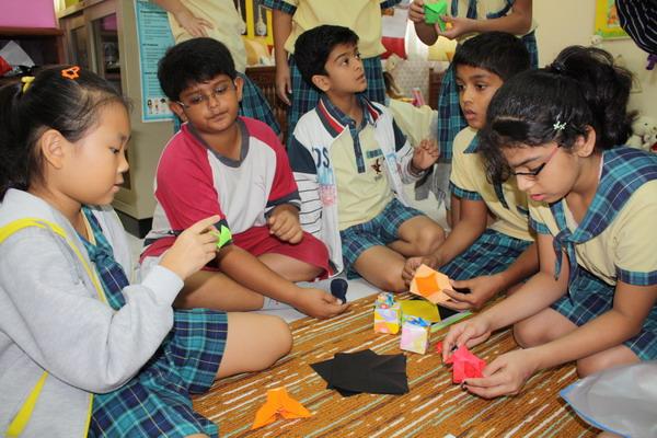 Peer-teaching Origami