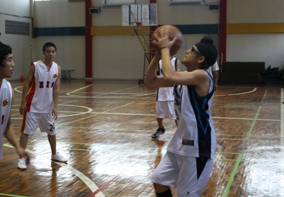 Sharpshooter Harjas Anandsongvit takes a 3-point shot.