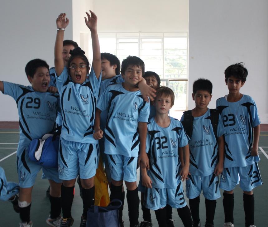 Members of the U9s and U11s teams show their team spirit!
