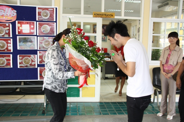 Ton being given a VIP greeting at Thong Lor Campus