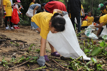 World Clean Up Day with Wells Bang Na